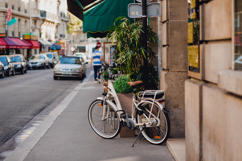 bicycle-street-paris-france-travel-destination-wedding-kate-timbers-photography-1746