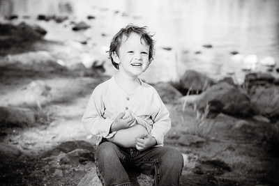 Family portrait session at the South Yuba River State Park at Bridgeport in Penn Valley, CA
