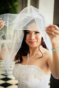 bride peeking under veil, MarionCharlotte Photo