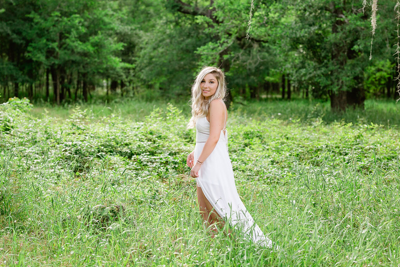 2018 Daria Ratliff photography senior session of Victoria Veverica