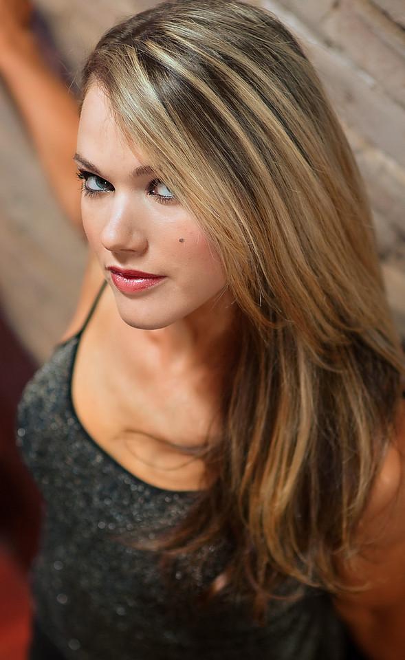 Lauren Lillo fitness competitor.
