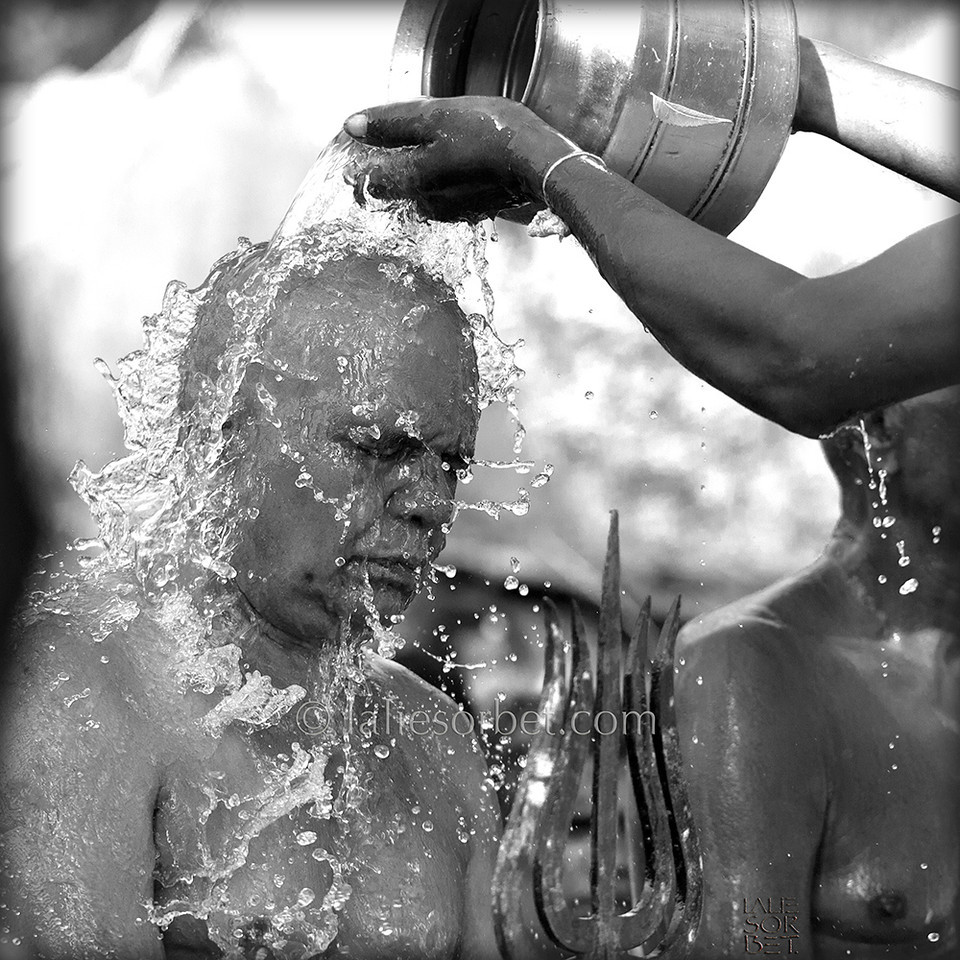 Very old tradition of purification in a village in Tamil Nadu, India.<br /> Très ancienne tradition de purification dans un village du Tamil Nadu en Inde.