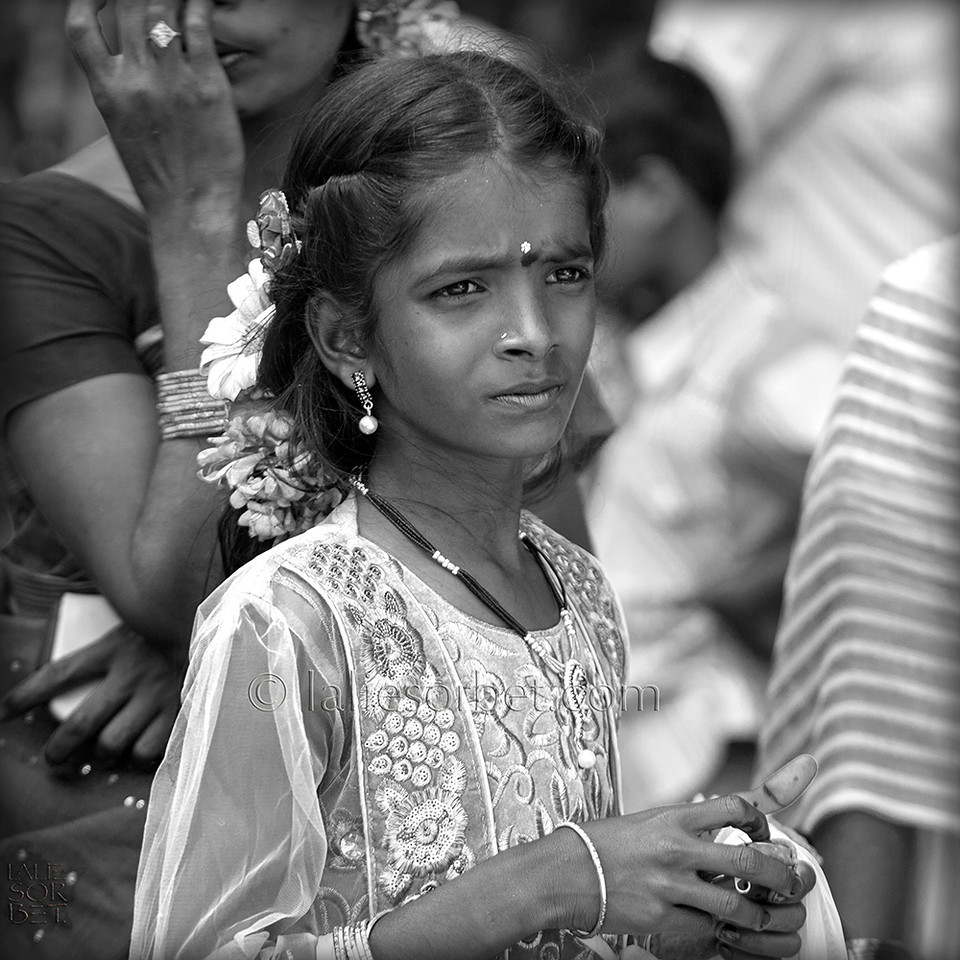 Pensive girl at the indian festival of Pongal, celebrated in Tamil Nadu at the end of the harvest season.<br /> Jeune fille pensive lors du festival indian de Pongal, célébré dans le Tamil Nadu lors de la fin des récolte.