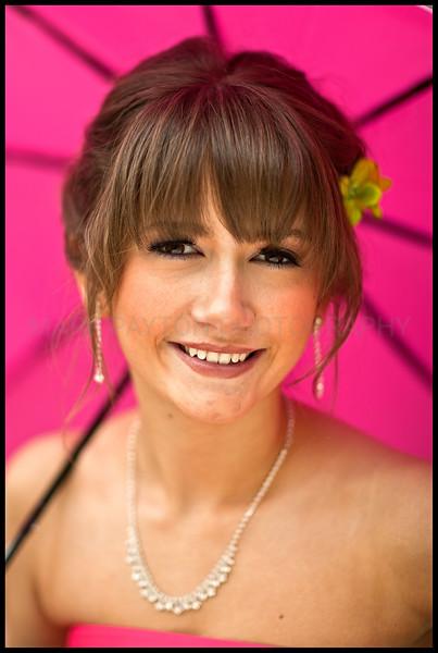 Pink Umbrella <br /> <br /> Canon 1Ds MK I<br /> Canon EF 85mmn f/1.2L