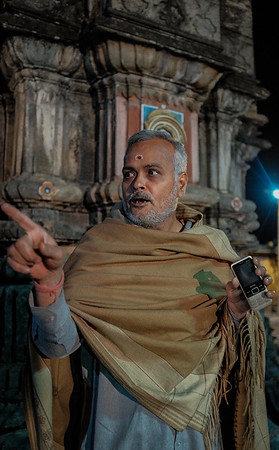 Ukimath Temple, Priest with Mobile