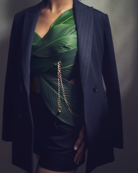 Corset with leaves
