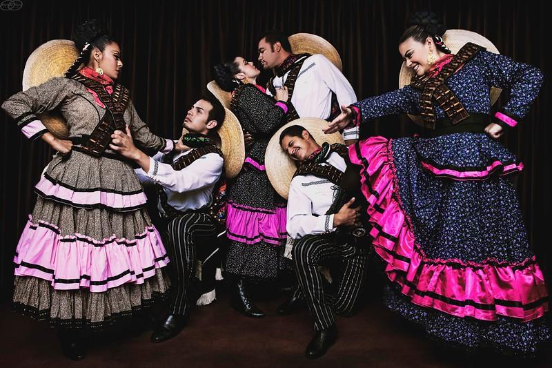 Folkloricos.... Besos y Cachetadas