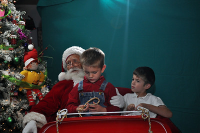 2011 Santa Photo 036