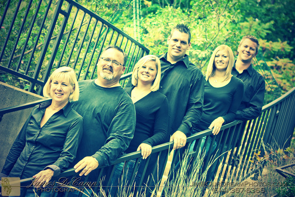 Family portrait sitting with the Girard family at the Inniswoods Metro Gardens Saturday afternoon September 3, 2011. (© Abigail L. Grove • http://OurDreamPhotos.com • 614-462-8027)