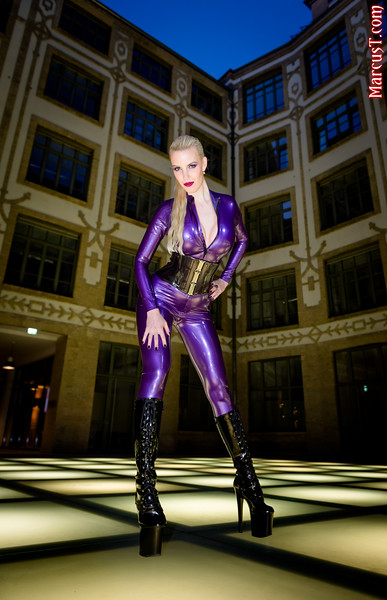 Model: Honeyhair​ Latex: Rubber Eva Shop​ Boots: ExtraBoty.cz​ Polish: VIVISHINE​