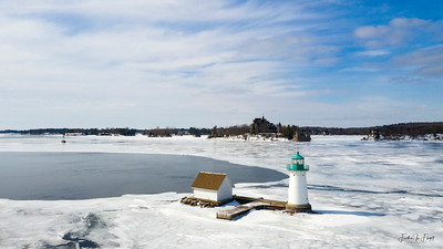 Sunken Rock Lighthouse w Boldt Castle 2