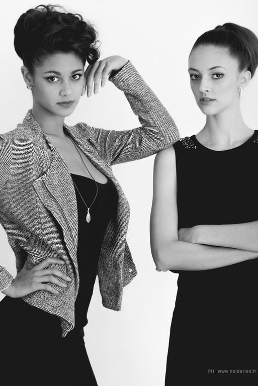 Duo de modèles photos en studio