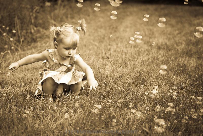 IMAGE: http://www.stevemokanphotography.com/Portraits/Childrens-Portraits/i-Pvm9KkL/0/L/LaurieCorning-17-L.jpg