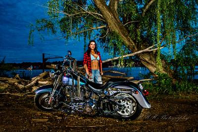 Dani Elle bike shoot