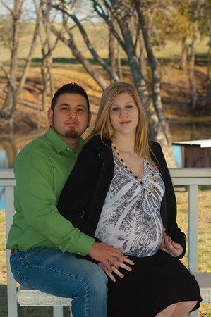 Elizabeth and Luis-maternity