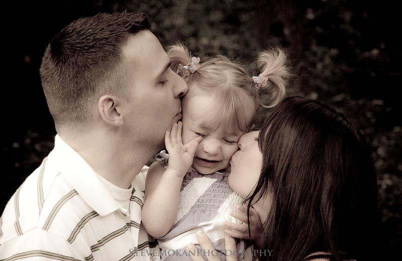 IMAGE: http://www.stevemokanphotography.com/Portraits/Family-Portraits/i-GcR6vQg/0/L/LaurieCorning-32-L.jpg