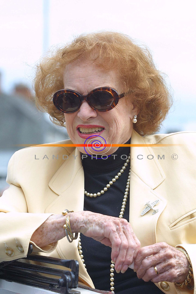 Speical Guest and regular at the Foynes Festival , Hollywood actress  Maureen O Hara delightes the crouds gathered  on the Street for the Parade.<br /> Pic Brendan Landy