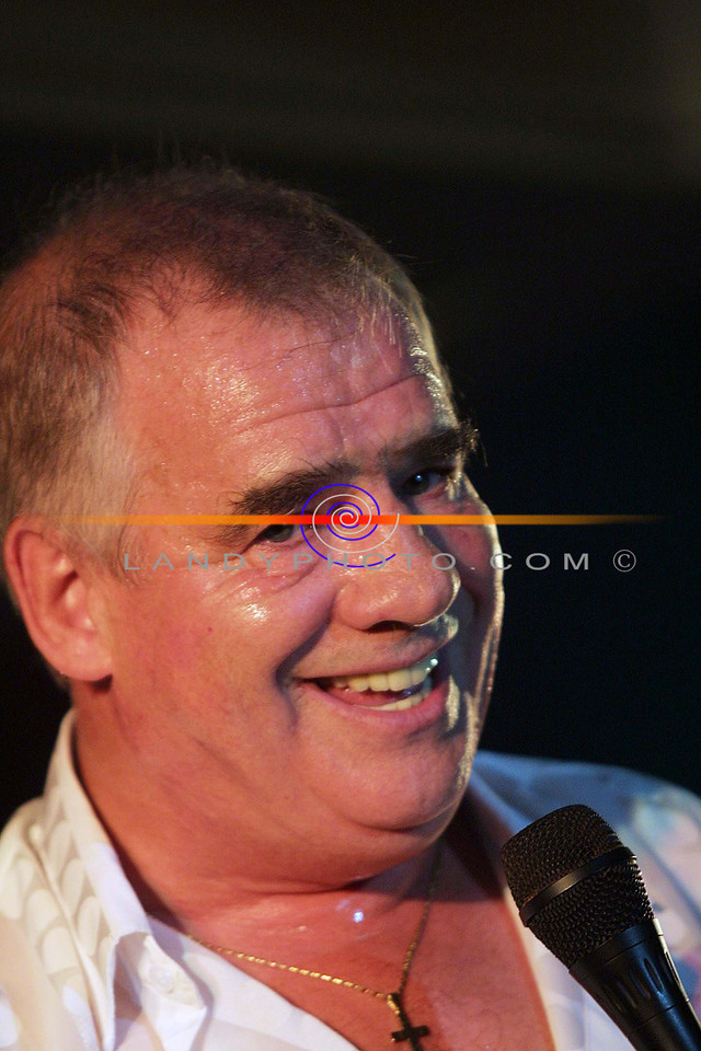 Joe Dolan with a sparkle in his eye while performing one of his songs at the show in Listowel.<br /> Pic Brendan Landy