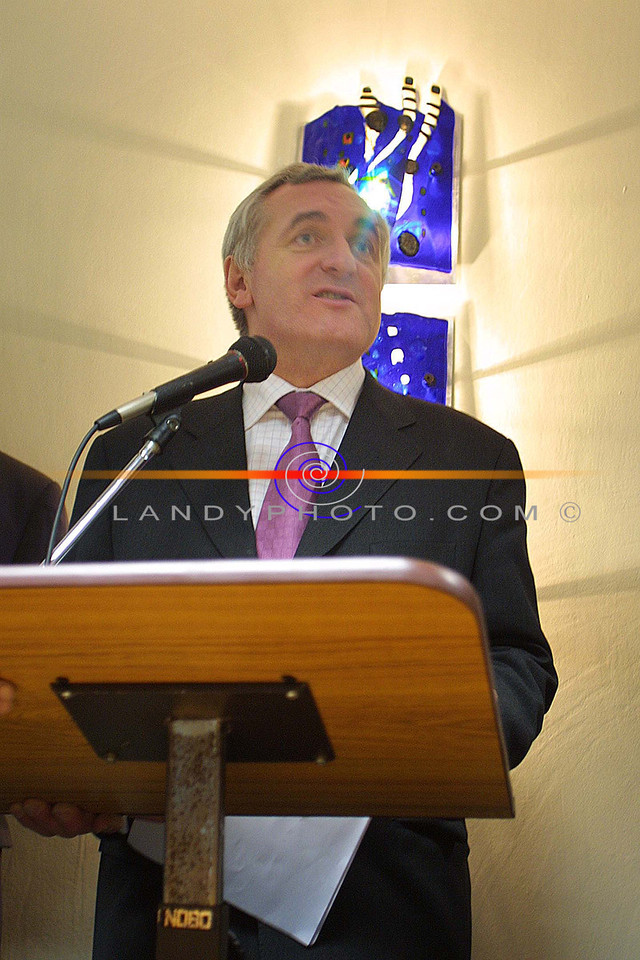 Bertie Ahern speaks at Pierse and Fitzgibbons Offices on his visit to Listowel.<br /> Pic Brendan Landy
