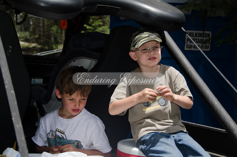 Lex and Gray, goofing instead of eating - 2011 Hi Landers Poker Run