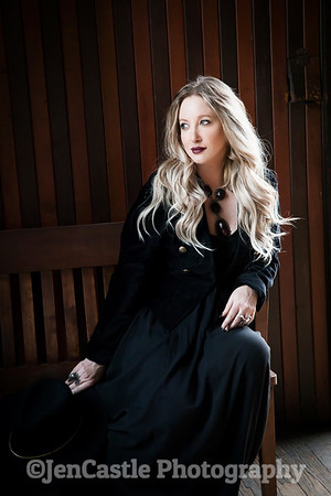 0327-leigh-bardugo-©jencastlephotography