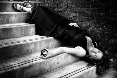 Snow White or Eve in the black dress; the eyes of the lady is questionning the viewer. Am I victim of my own abuse of pleasure or is it the jealousy of other women that made me sleeping? / Blanche Neige et Eve en robe noire; peut-être la mort de Eve pour avoir offert le péché ou est-ce une Blanche Neige moderne victime de la jalousie? Son regard interroge l'observateur.