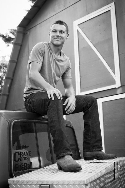 M&MSeniorPortraits-DS1_0033-BW
