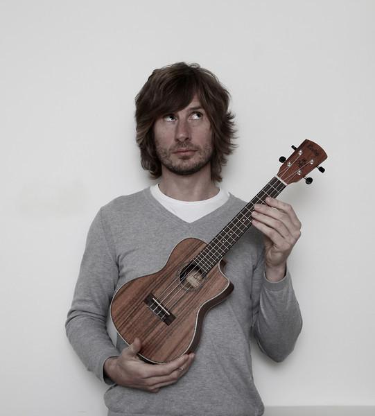Simon Allen with ukulele