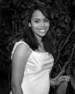 Melissa--007--R382--0448_215156_F80 b&w crop ctr