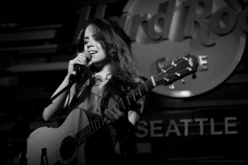 Monique-delos-Santos-Hard-Rock-Cafe-Seattle-2011-07-27-012-9845