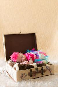 {Newborn} Laylani (181 of 85)
