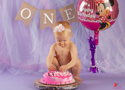 20180505-Rosalie1stBirthday-CakeSmash-1wm