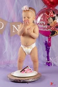 20180505-Rosalie1stBirthday-CakeSmash-20wm