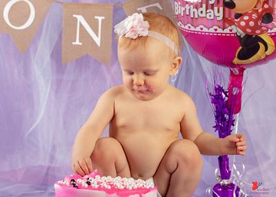 20180505-Rosalie1stBirthday-CakeSmash-10wm