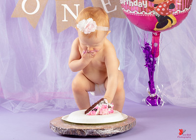 20180505-Rosalie1stBirthday-CakeSmash-18wm