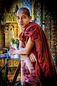 2014-10-07_Yangon_SulePagoda_Monk_HDR-9142-