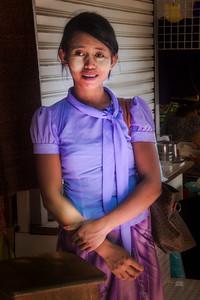 2014-10-19_Yangon_BogyakeAungSanMkt_PurpleGirl-4661-4661