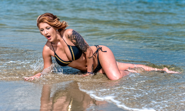 Model Kelsey- Bikini photo shoot. Wow this is really COLD
