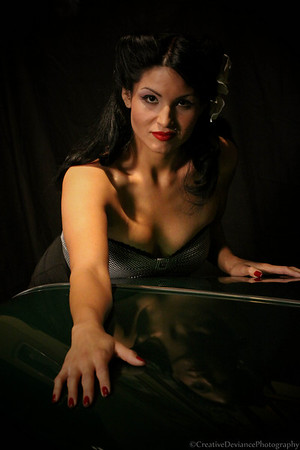 http://www.creativedeviancephotography.com/Portraits/Pin-Up-Shoot-3312009/IMG4881/513606363_VStRH-M-4.jpg