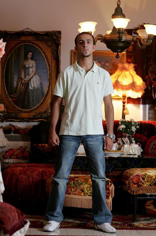 אלעד אלפרון בביתו ברעננה<br /> המוסף לשבת