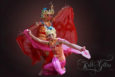 2 scarf dancers