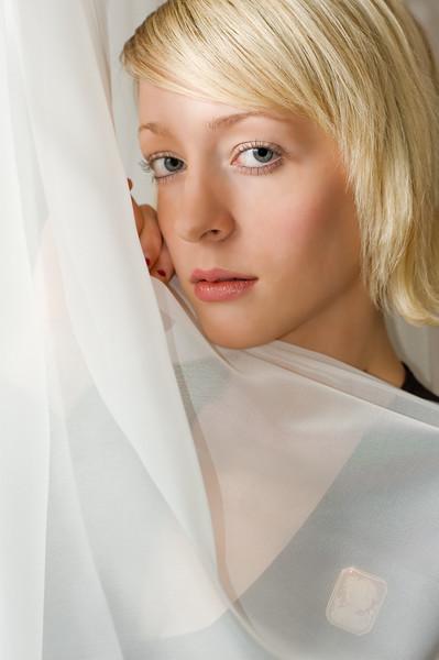 http://www.scottwestphotography.com/Portraits/Portraits/DSC5086edited-1/224389428_pTWw4-L.jpg