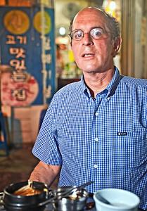 2010-06-24_Seoul_Jongro_3-ga_Keith_Rabin_Vertical-2607