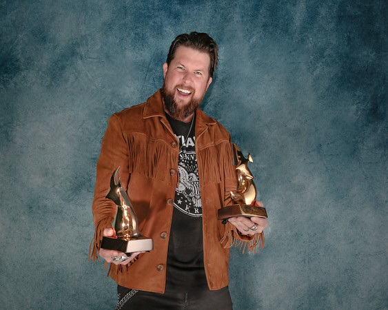 Portrait of Zach Williams at the 49th Annual Dove Awards 10-16-18 (Annette Holloway Photography)