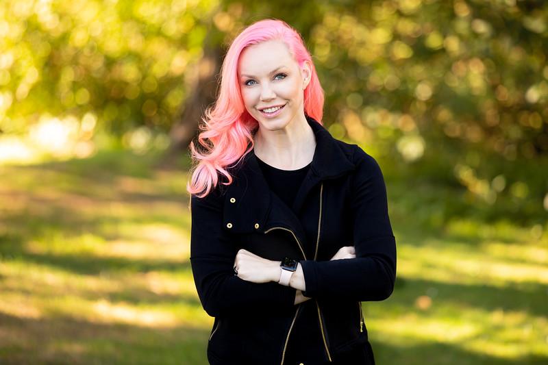 Rebecca Woodcock<br /> @RebeccaWoodcock<br /> Principal @ Yamaha Motor Ventures, former Venture Partner <br /> @500startups<br /> , Entrepreneur, Founder of CakeHealth (acquired), kiteboarder.