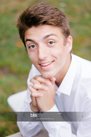 Michael_Zrzavy_Senior-Portraits_091916-6531