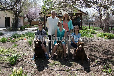 2_Simmons_family_&_dogs_JRohling_2016-04-03_EJ7A0013_lo-res