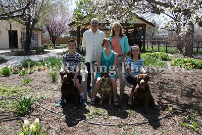 2_Simmons_family_&_dogs_JRohling_2016-04-03_EJ7A0012_lo-res