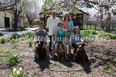 2_Simmons_family_&_dogs_JRohling_2016-04-03_EJ7A0025_lo-res