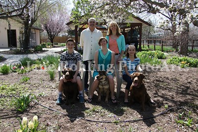 2_Simmons_family_&_dogs_JRohling_2016-04-03_EJ7A0028_lo-res